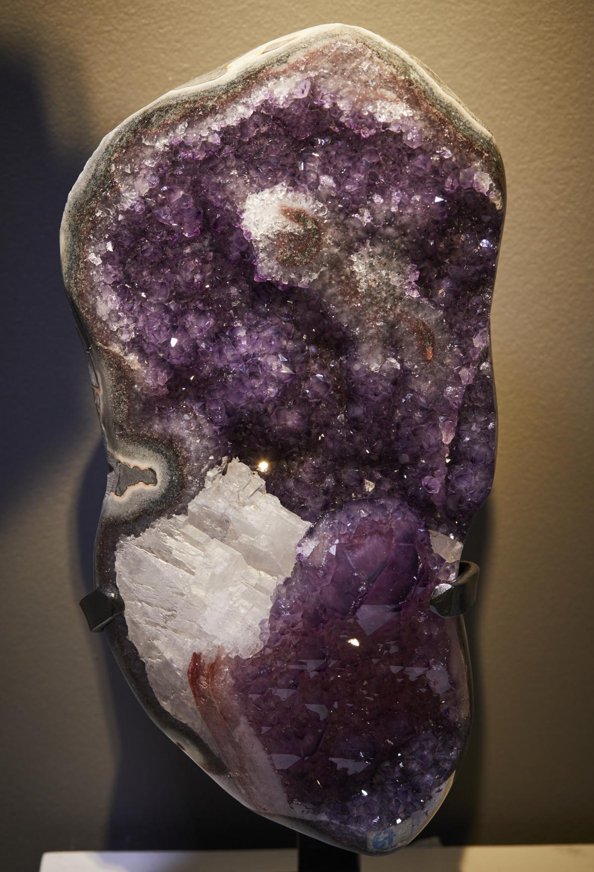 BEAUTIFUL AMETHYST CLUSTER WITH CALCITE FORMATION ON METAL